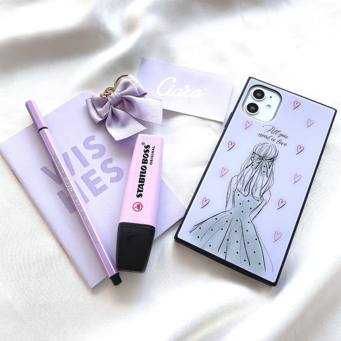 紫のスマホケースの写真